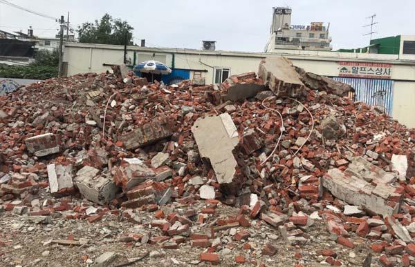 대전 동구의 한 근대건축물 일부가 안전상의 문제로 철거되며 논란이 되고 있다. 지난 2019년 10월 1일 모습. 충청투데이 DB